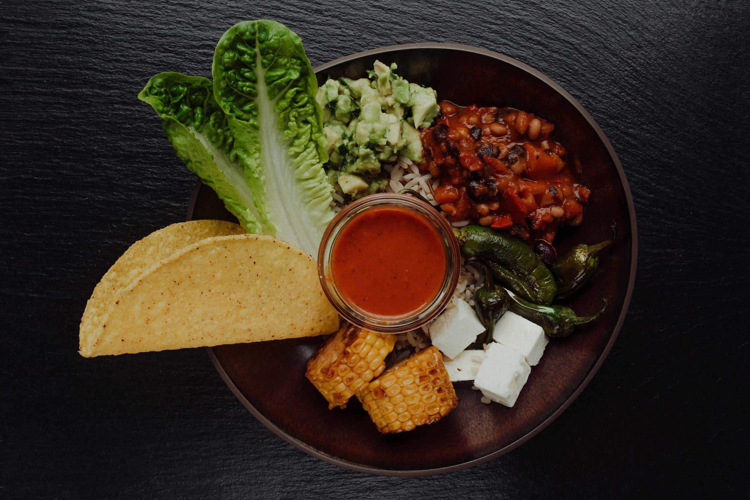 Bowl mit Taco Bohnen und Gemüse
