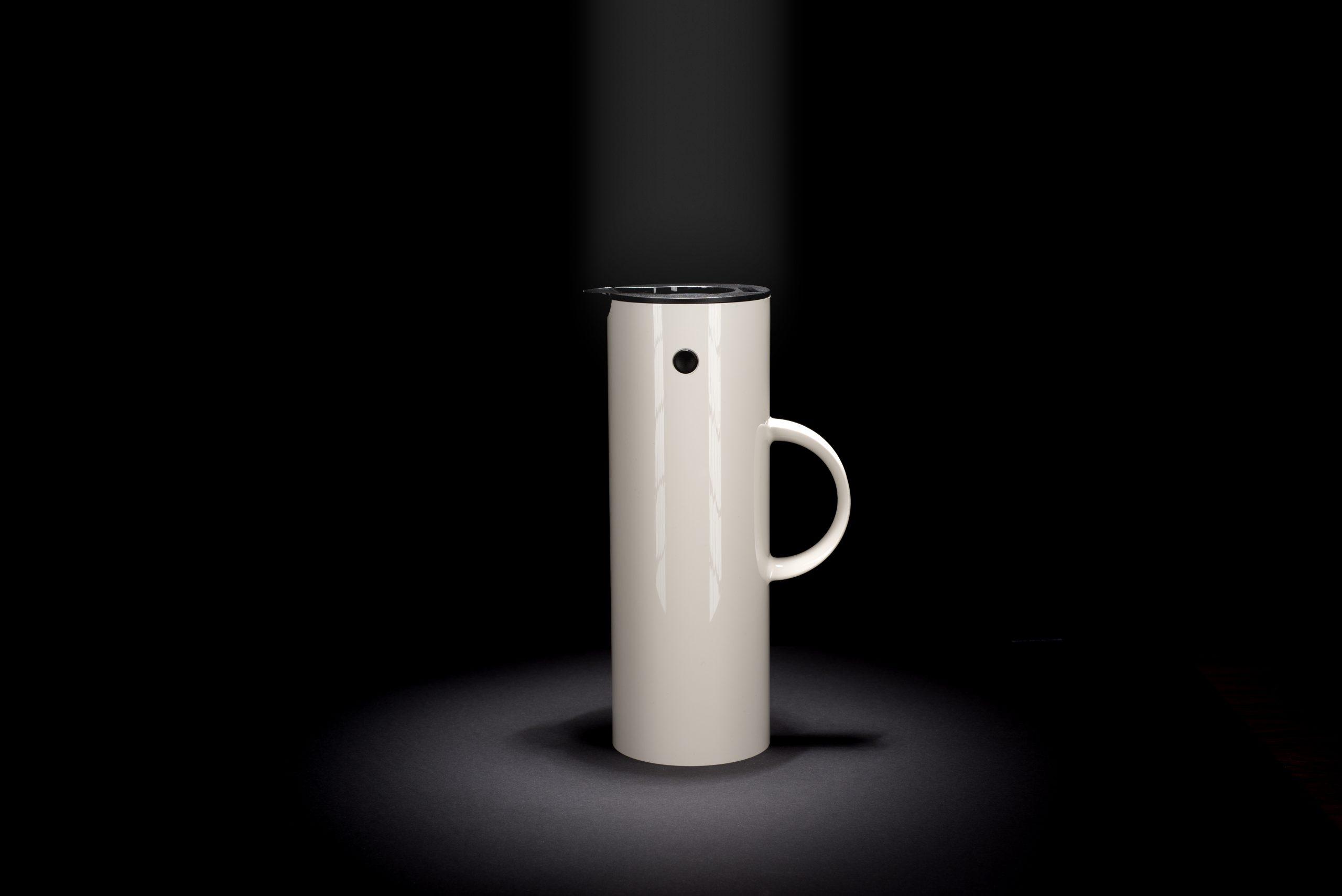 weiße Kaffeekanne